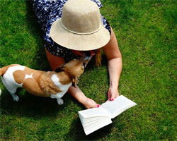 woman reading Indianapolis pet sitting policies